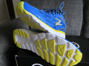 *NEW * Mens size 12  Zoot Solana 2 running shoes