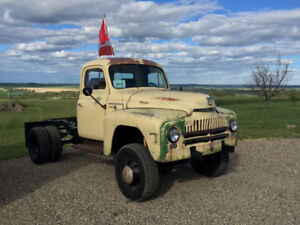 1950's International Harvester L130 Box