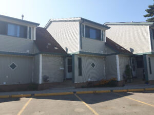 comfortable 3 Bedroom townhouse 1/2 price for Sept