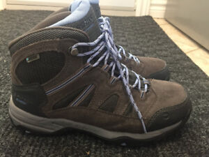 Womans hiking shoes. New, only Worn once