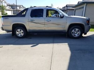 2008 chev avalanche 180,000km runs and drives like new $9500