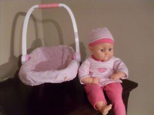 poupée interactive qui pleure et rit
