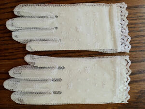 4 pairs White Lace gloves -infant or child, youth size small NEW