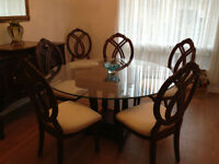 Very nice dinning room set urgent to sell