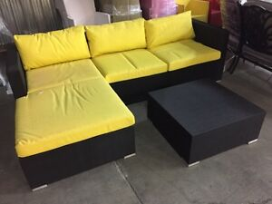 Outdoor Sectional Sofa/Divan! Black/Noire