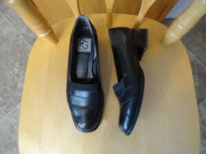 Women's Leather Casuals Shoes & Sandals - Size 6W & 6.5M