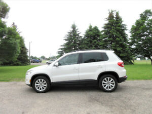 2010 Volkswagen Tiguan 2.0T AWD 4 Motion- Leather & Pano Roof!!