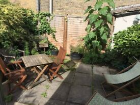 Amazing, huge double room in beautiful garden flat