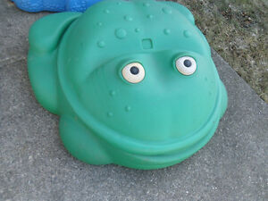 Little Tikes Frog Sandbox with cover
