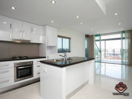 ID 3867755 - Bright, Airy, North Facing 5th level apartment
