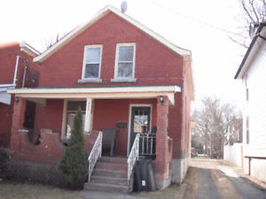 Attention Queens Students and Exchange Students - 5Bedroom House