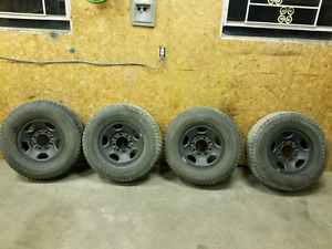 245 75 16 tires