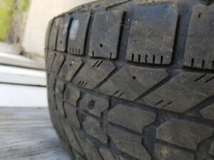4 pneus d'hivers firestone winter forces 215/70R15. Tres usés