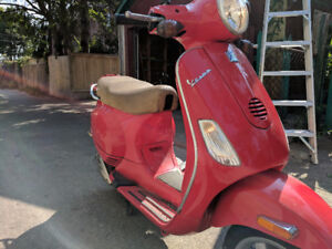 Vespa LX150cc Red 2008 with matching Top Box