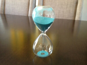 Glass ten minute sand timer - perfect condition
