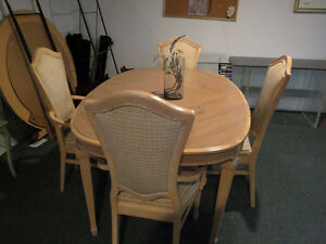 Vintage Dining Room Table Set With Extensions + 6 Chairs