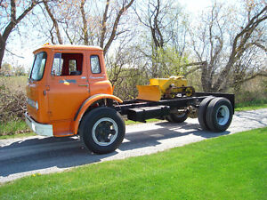 1965 INTERNATIONAL  CABOVER  TRUCK............COE 27000 miles