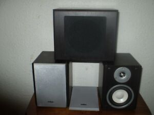 INSIGNA BOOKSHELF SPEAKERS with SUB ( Like New )