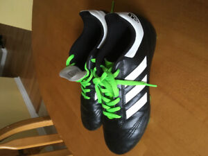 Adidas soccer cleats youth size 4