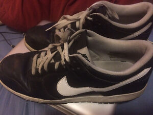 Nike sneakers in good condition. No bad smell and full tread