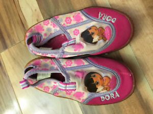 Dora water shoes size 9