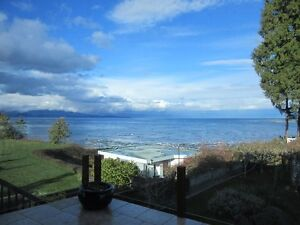 Gorgeous private home right on Parksville's Beach