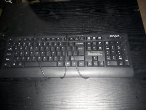 keyboard in workin condition 5$ pickup only