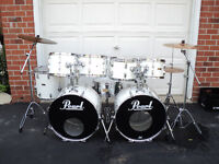 8 pc. Pearl drums (w.double bass), Sabian Cymbals, hardware
