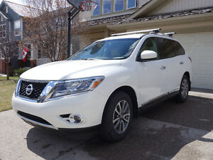 2014 Nissan Pathfinder SL with Tech SUV, Crossover