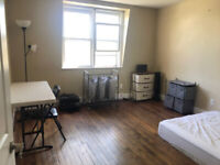 FOR RENT: ROOMS ARE AVAILABLE CLOSE TO QUEEN'S UNIVERSITY