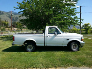 1995 Ford E-150 Pickup Truck