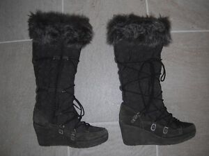 Ladies Brown's Boots Size 8