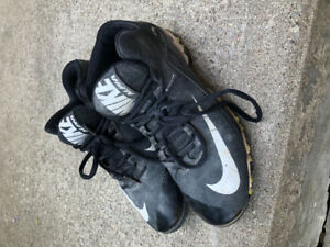 Nike boys Baseball Cleats - size 6 youth