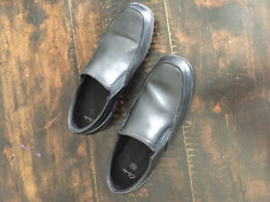 Clark's boy's leather slip on shoes (size 5)