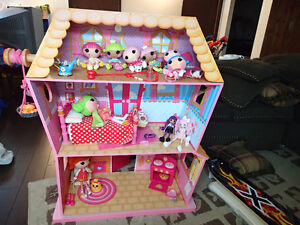 Lalaloopsy Sew Magical doll house with furniture and dolls