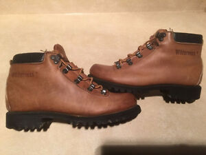 Women's Wilderness Hiking Boots Size 6.5 London Ontario image 1