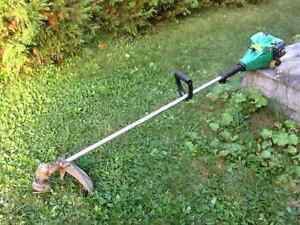 Weed eater gas lawn trimmer / coupe bordure au gaz