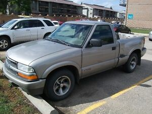 2000 Chevrolet S-10 Step Side Pickup Truck