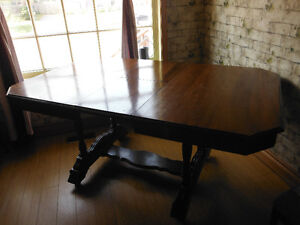 ANTIQUE TABLE FOR SALE London Ontario image 1
