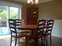 Mobilier de cuisine table de cuisine en bois 6 chaises + vaissel