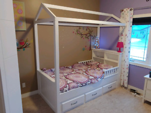 Single bed with mattes drawers.