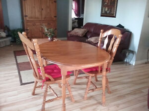 Wood dining table and chairs Kingston Kingston Area image 2