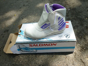 BRAND NEW SALOMON LADY XC BOOT