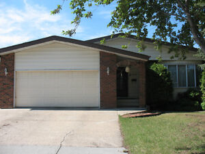 4 BEDROOM BUNGALOW WITH IN LAW SUITE IN LEDUC