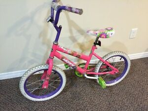 Girls Bicycle in Excellent condition + training wheels