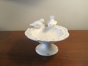 Dish with two little birds