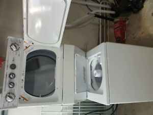 * Whirlpool *Washer / dryer stackable 2 year old