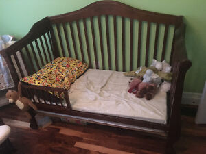 Convertible crib / toddler bed
