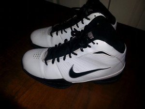 Men's Nike Basketball Shoes size 8