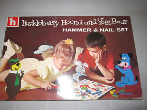 Jeu Huckleberry  Hound and Yogi Bear, hammer & nail set 1964
